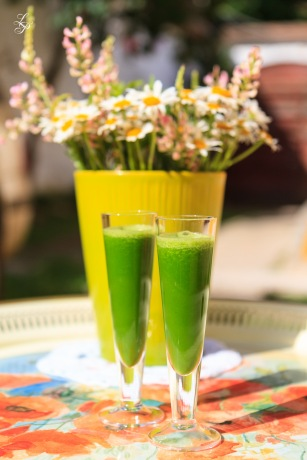 Freshly prepared green juice. A recipe by Ligia Pop.