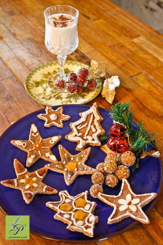 Raw eggnog and gingerbread cookies