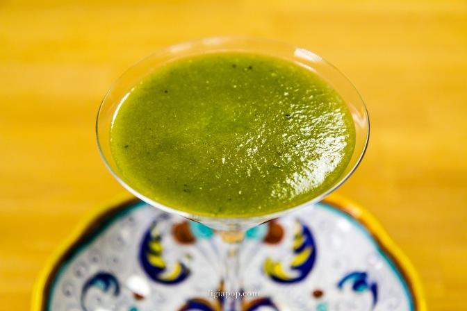 Ligia's Kitchen: Suc verde din kale preparat cu storcatorul prin presare la rece Kuvings