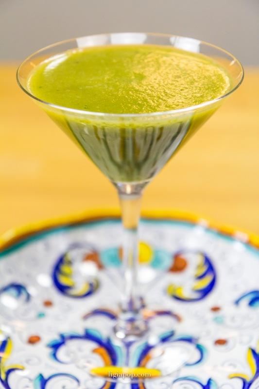 Suc verde din kale si vlastari de floarea soarelui