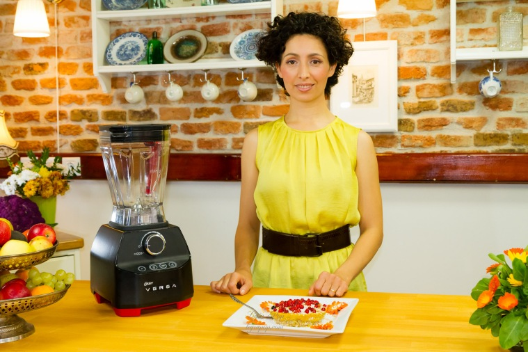 Using the Oster Versa blender to prepare a raw cake