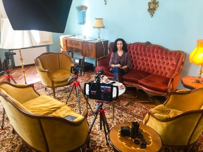 """Ligia on the set of her show, """"De Vorba cu Ligia"""""""