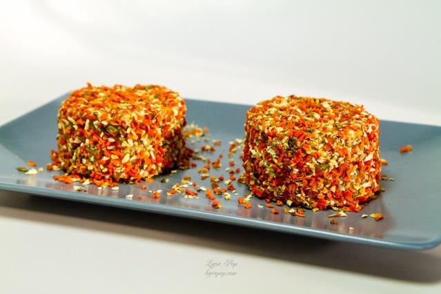 Branza raw vegana cu morcovi dulci si condimente