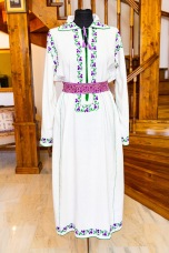 Clothing from Ligia's collection of authentic, vintage and historic Romanian traditional costumes, Straie Alese.